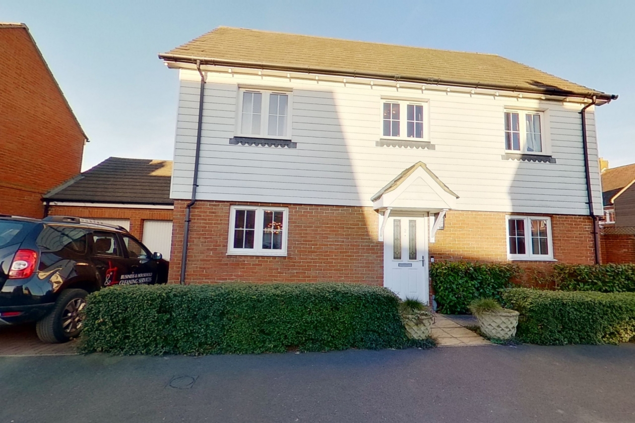 >4 bed detached house for sale in Downsberry Road,
