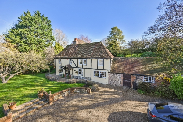 Fantastic Equestrian Grade ll listed home!