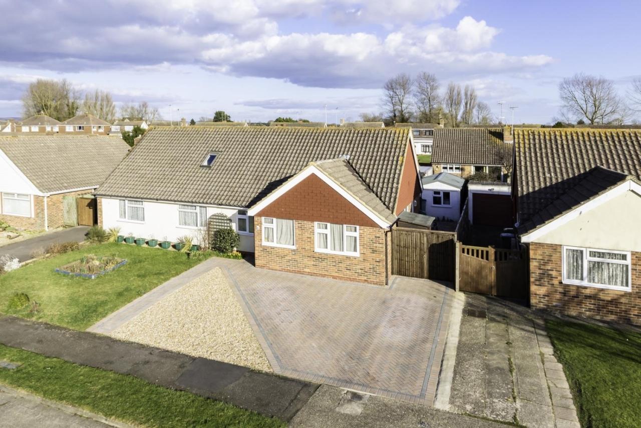 Harting Road Littlehampton BN17 6HX - Selling Success Story