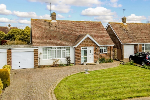 Hawke Close, Rustington - a success story (RUST50233)