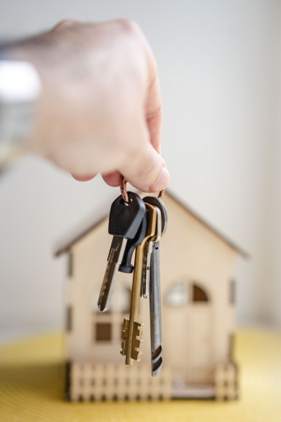 Strangers in YOUR House – Potential Buyers in your Home