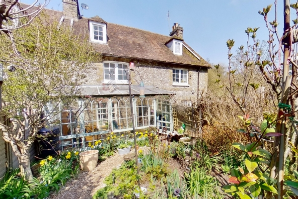 3 bed Grade ll listed cottage for sale in Alkham Road, Temple Ewell, Dover.