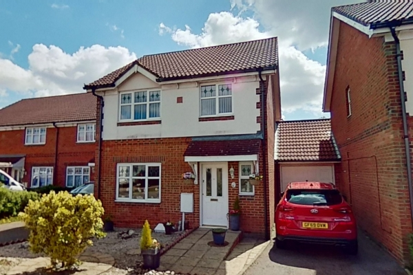 3 bed detached house for sale in Chaffinch Drive, Park Farm, Ashford