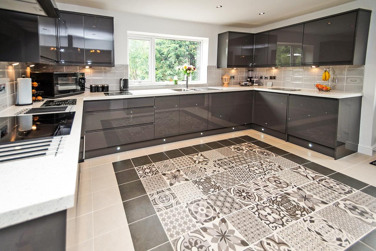 >Modern Black and White Tiled Kitchen