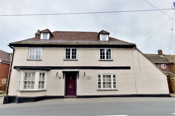 6 bed detached house for sale in Stoke Road, Allhallows, Rochester