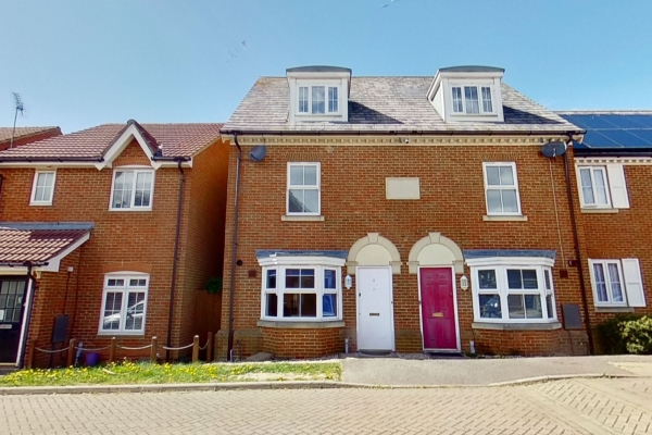 Stunning three bedroom townhouse in Chartfields!