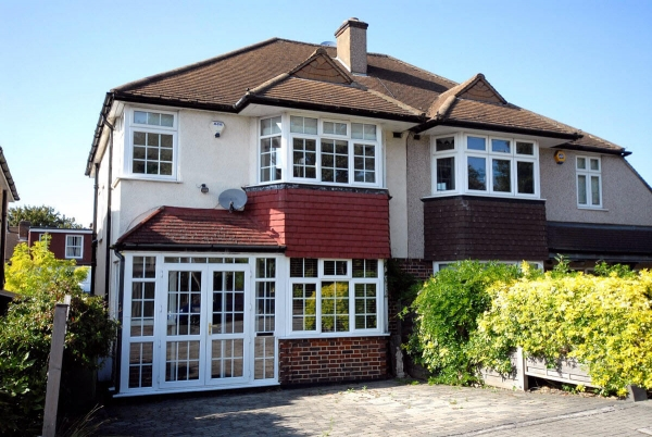 Looking for a 3 bedroom house in Bromley? Check out these options.