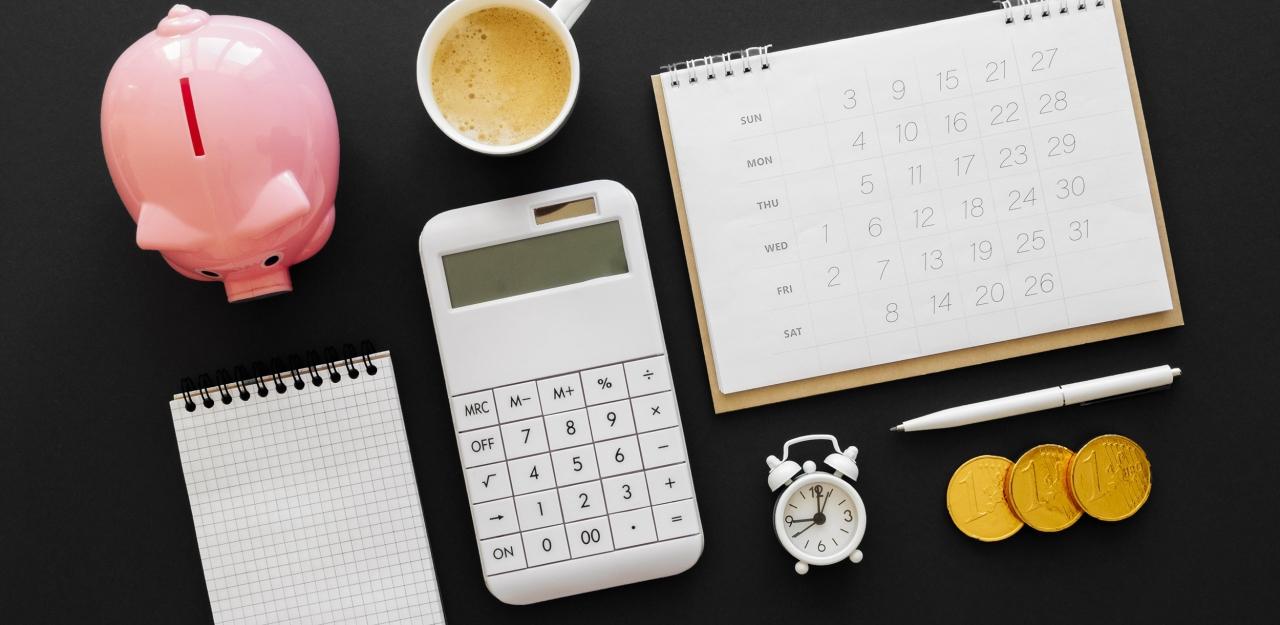 >piggy bank, calculator, calendar