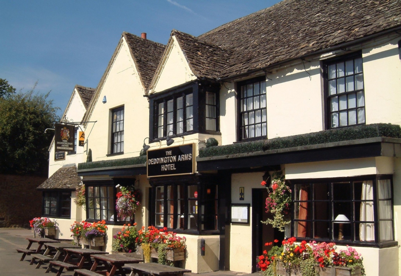 £100 voucher to spend at theDEDDINGTON ARMS HOTEL