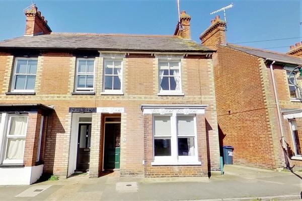 2 Bedroom House for sale in Albert Road, Canterbury.