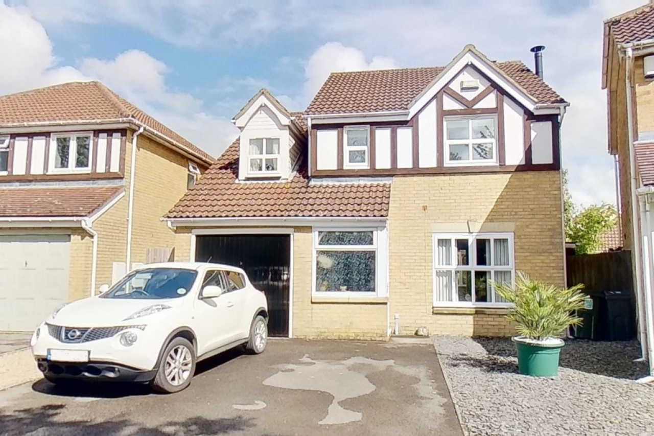 >4 bed detached house for s...