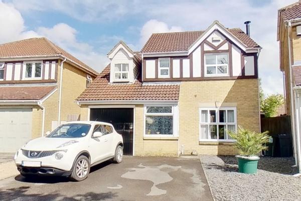 4 bed detached house for sale in Chestnut Lane, Ashford.