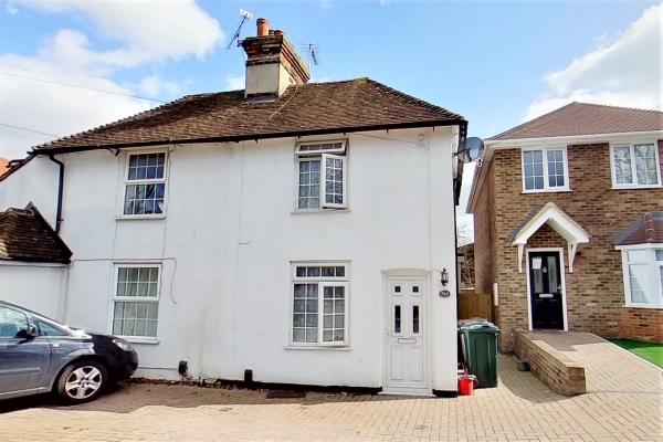 2 Bedroom house for sale in Kingsnorth Road, Ashford.