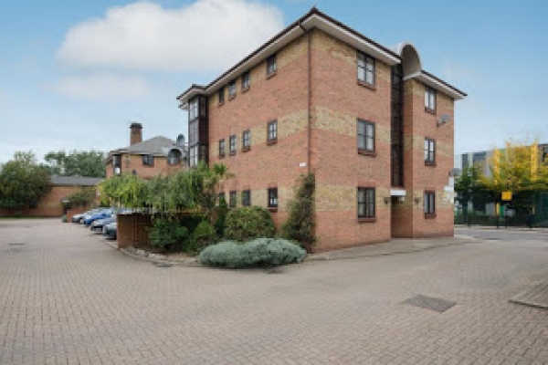 This one bedroom apartment in E14 could be a great buy to let investment propert