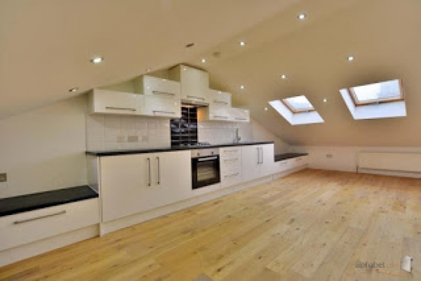 Good buy to let for sharers close to Canary Wharf. 3 bedrooms in E14